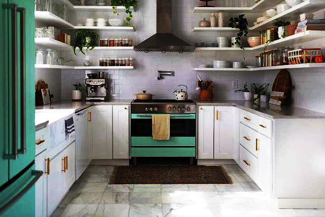 П-образная кухня с антрисолями