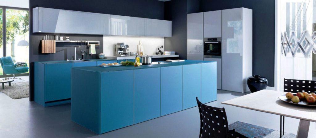 Кухонный гарнитур в голубом цвете с островом