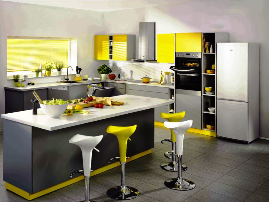 Фото кухонного гарнитура с компактными навесными шкафами