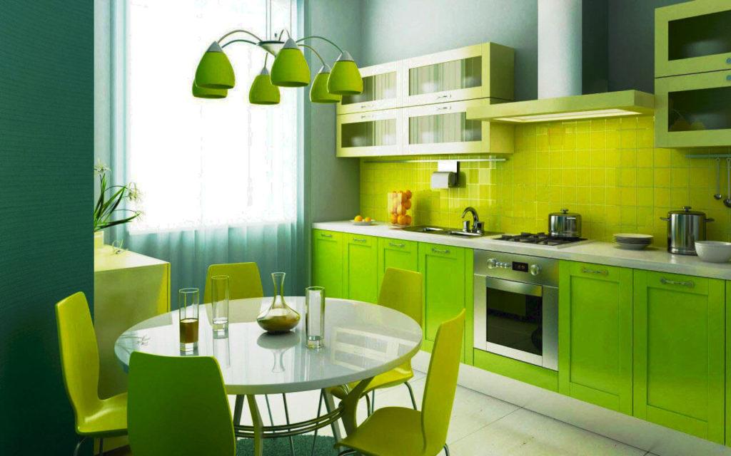 Кухонный гарнитур с широкими навесными шкафами в 2 яруса