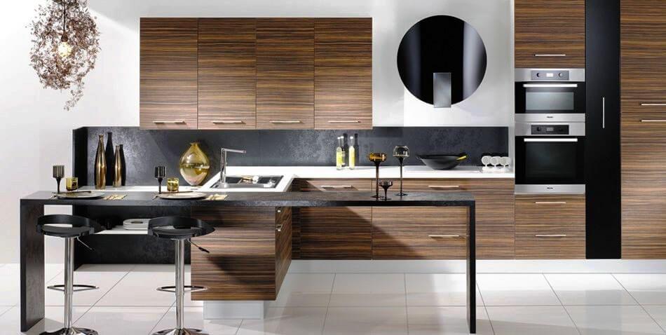 Кухонный гарнитур с распашной системой открытия дверей
