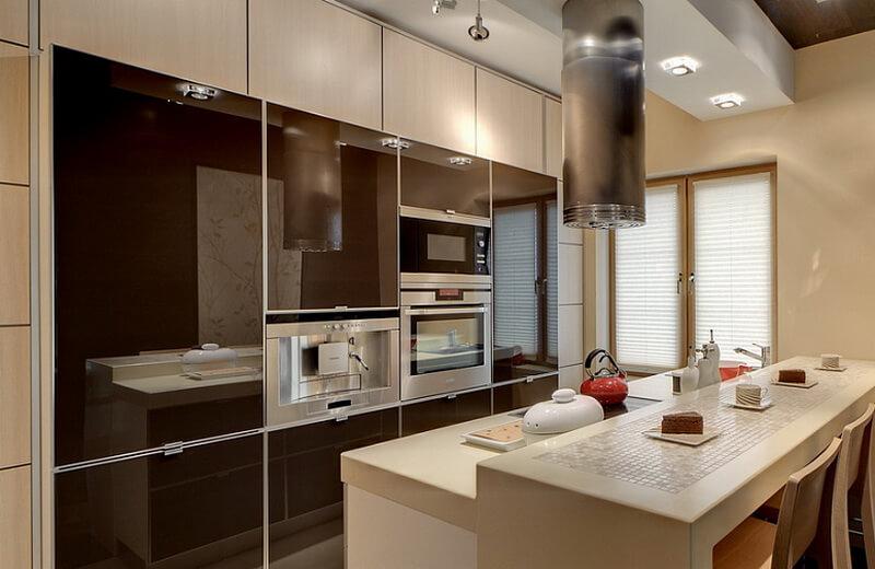 Современная кухня со встроенной техникой в шкафах