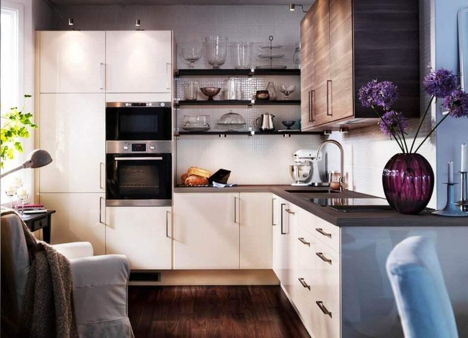 Фото кухонного гарнитура со встроенным духовым шкафом в пенал