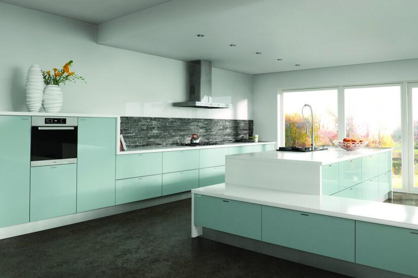 Фото кухонного гарнитура со встроенной духовкой в шкафу