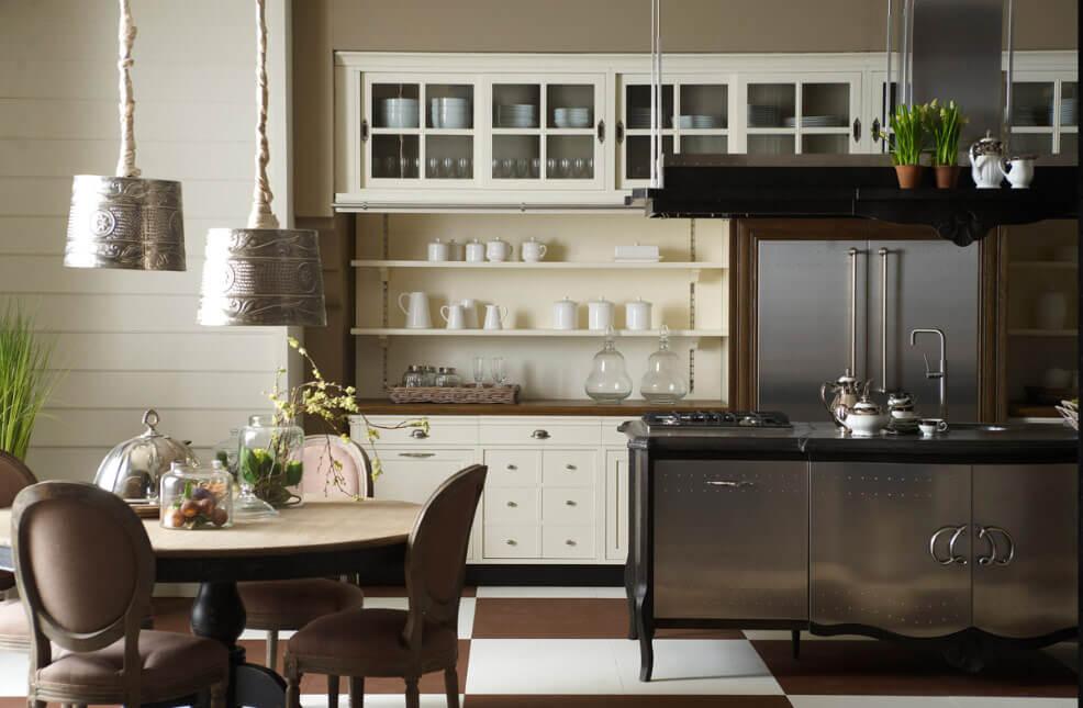 Кухня в классическом стиле со встроенным в шкаф холодильником