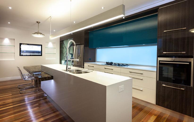 Кухонный гарнитур с духовкой встроенной в пенал