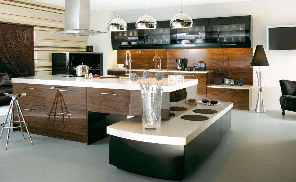 Фото стильной современной кухни с большим островом в интерьере