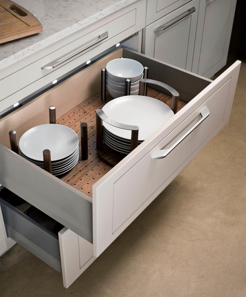 LED подсветка в выдвижном кухонном ящике