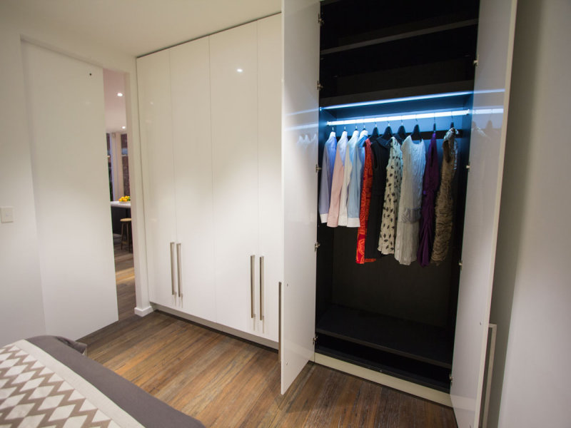 Подсветка шкафа светодиодной лентой led в шкафу своими рукам.