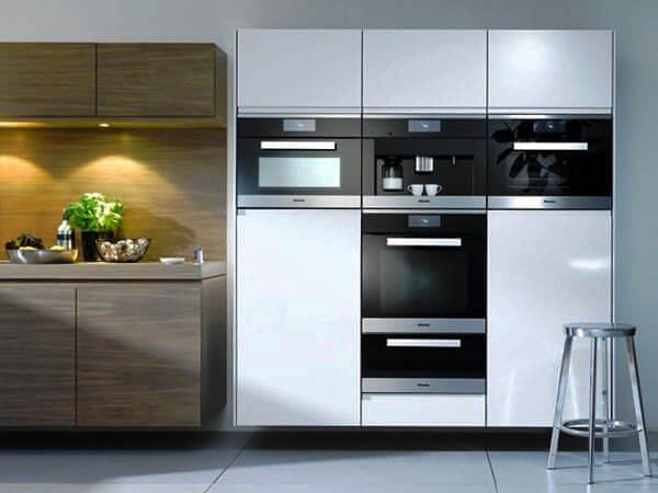 Фото кухни с несколькими встроенными духовыми шкафами