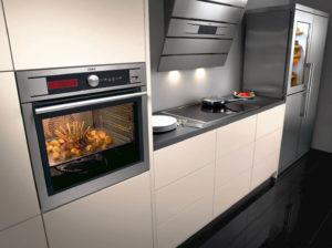 Духовка встроенная в кухонный пенал