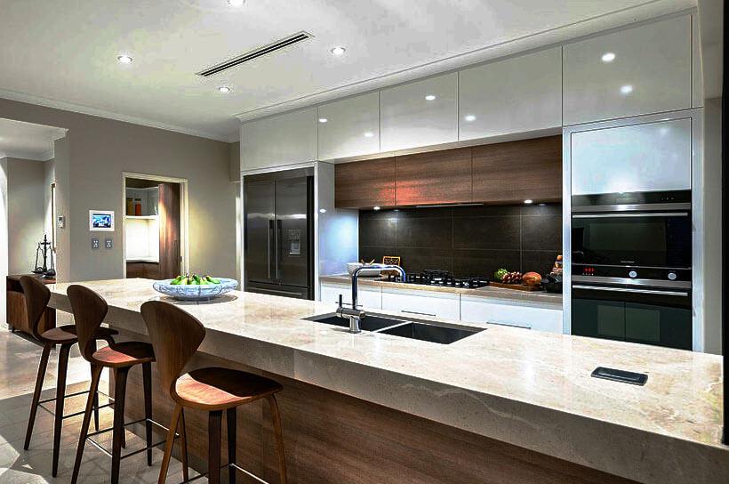 Современная кухня со встроенными духовками