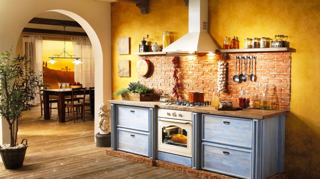 Фото кухни в классическом стилевом оформлении с варочной панелью и духовым шкафов встроенными в одну тумбу