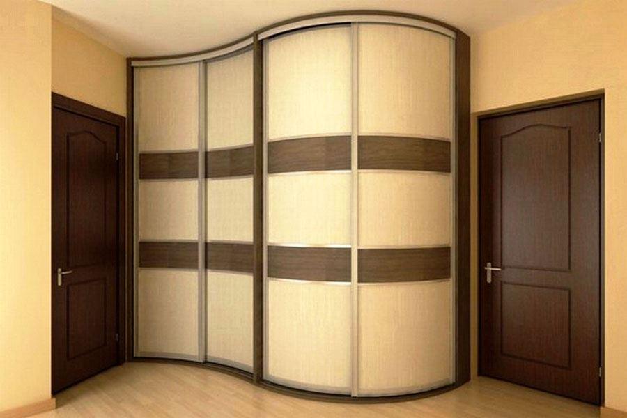 Фото встроенного в углу шкафа с волнообразным фасадом