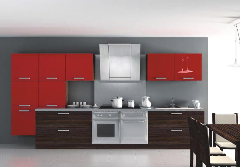 Стильный кухонный гарнитур с комбинированными цветами