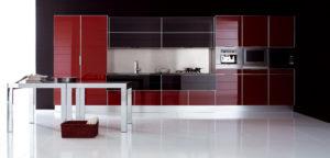 Кухонный гарнитур с фасадами в алюминиевой рамке
