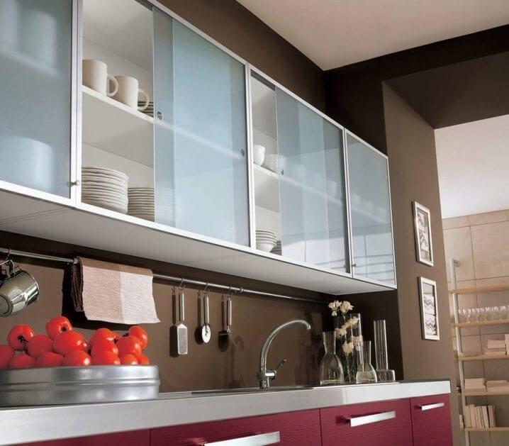 Кухня с алюминиевыми рамками