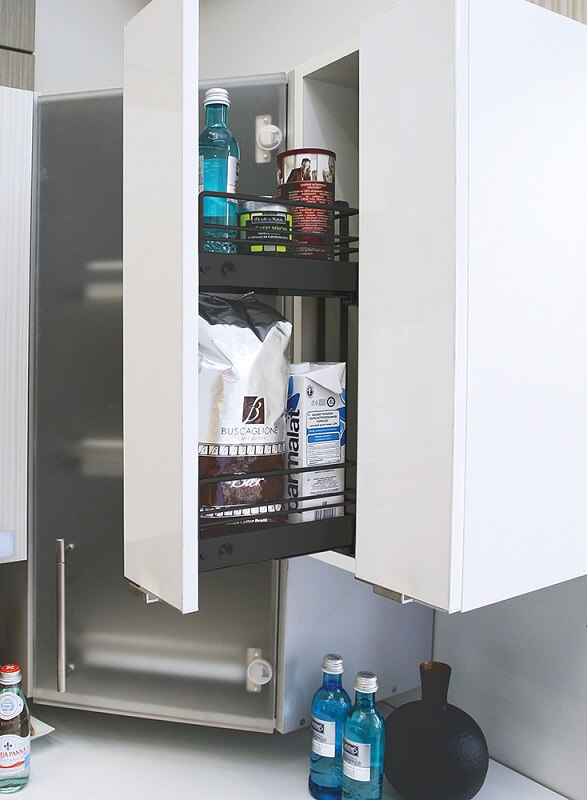 Карго встроенное в верхний шкаф кухонного гарнитура