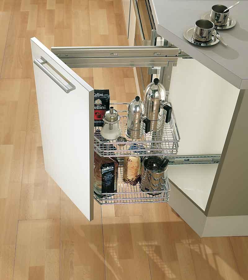 Бутылочница встрокнная в угловой торцевой кухонный шкаф