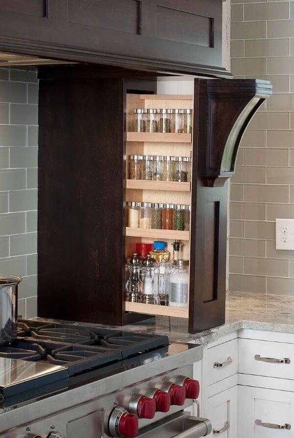 Карго встроенное в кухонный портал