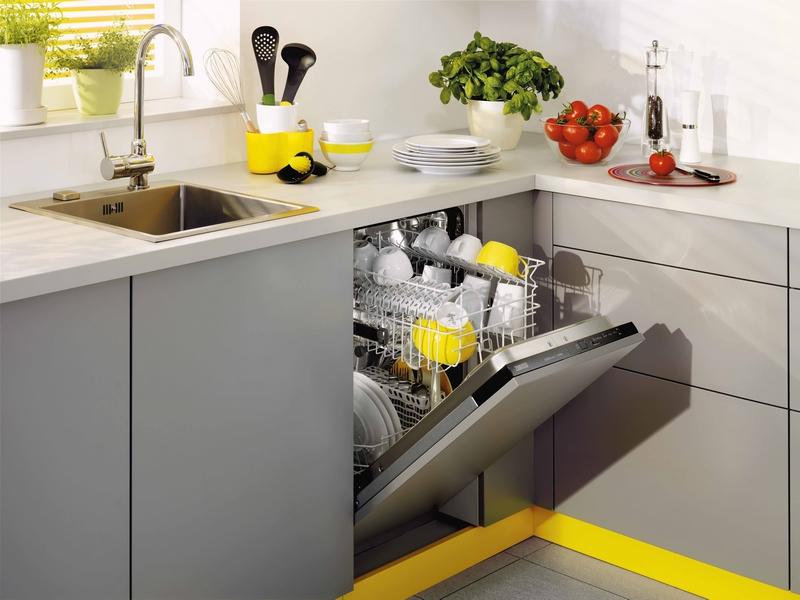 Фото встроенной посудомоечной машины в угловую тумбу кухонного гарнитура