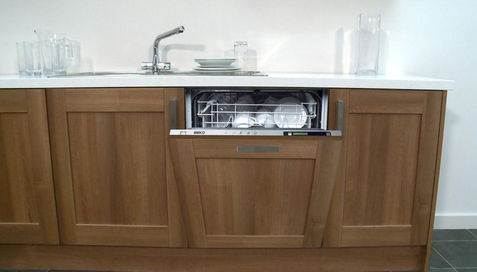 Встроенная посудомойка с мебельным фасадом