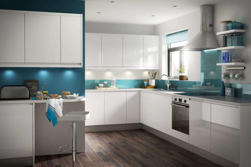 Фото белого кухонного гарнитура с глянцевыми пластиковыми фасадами