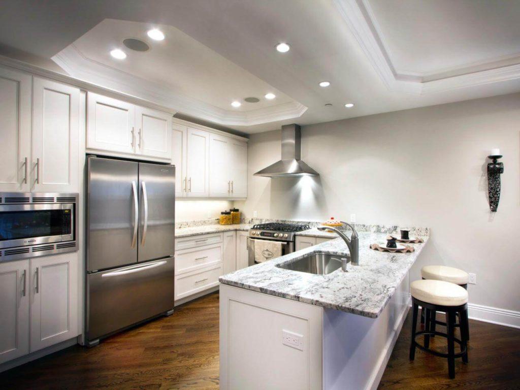 П-образная планировка кухни в квартире студии