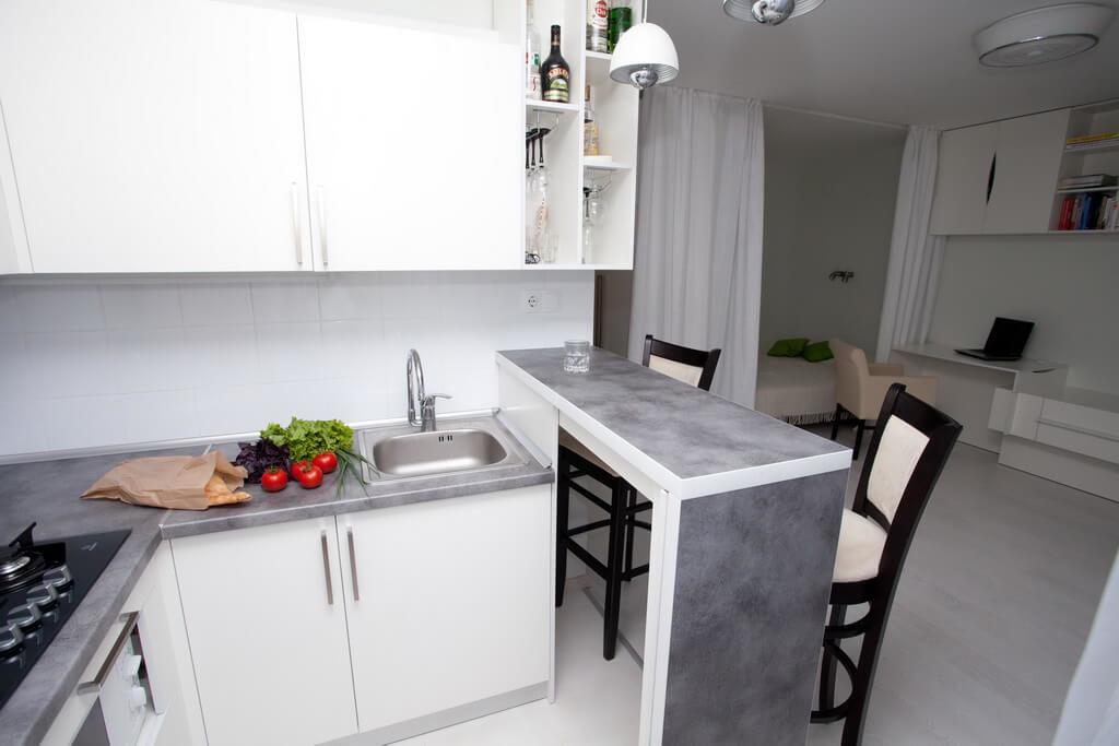 Фото кухни в квартире студии
