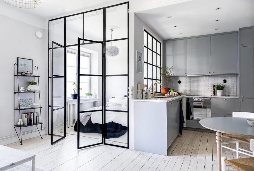 Фото студии с угловой кухней
