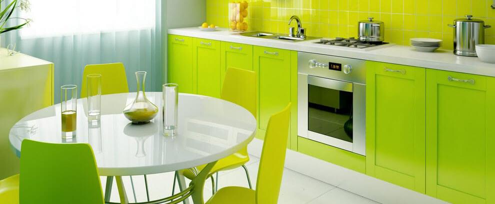 Кухня в зеленых цветах с крашенным матовым фасадом