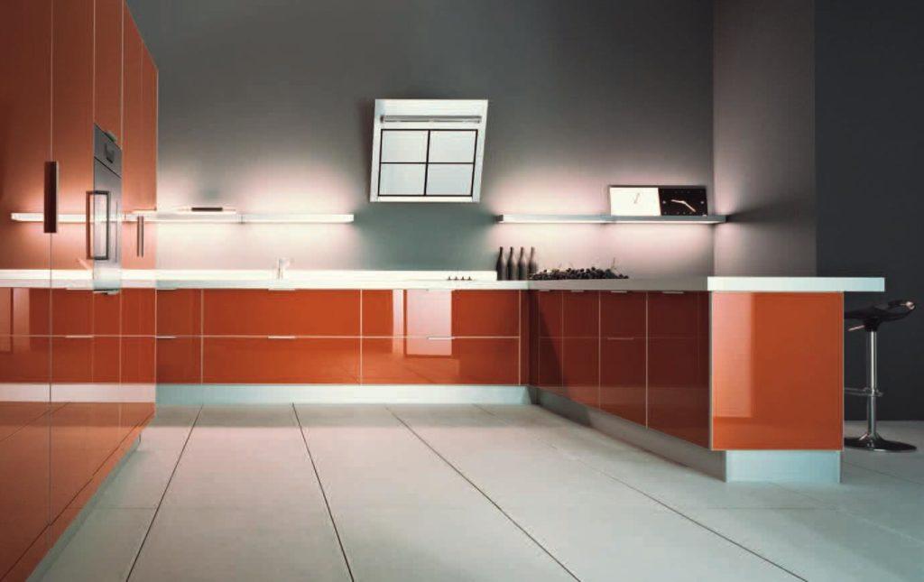 Фото кухонного гарнитура с эмалированными фасадами