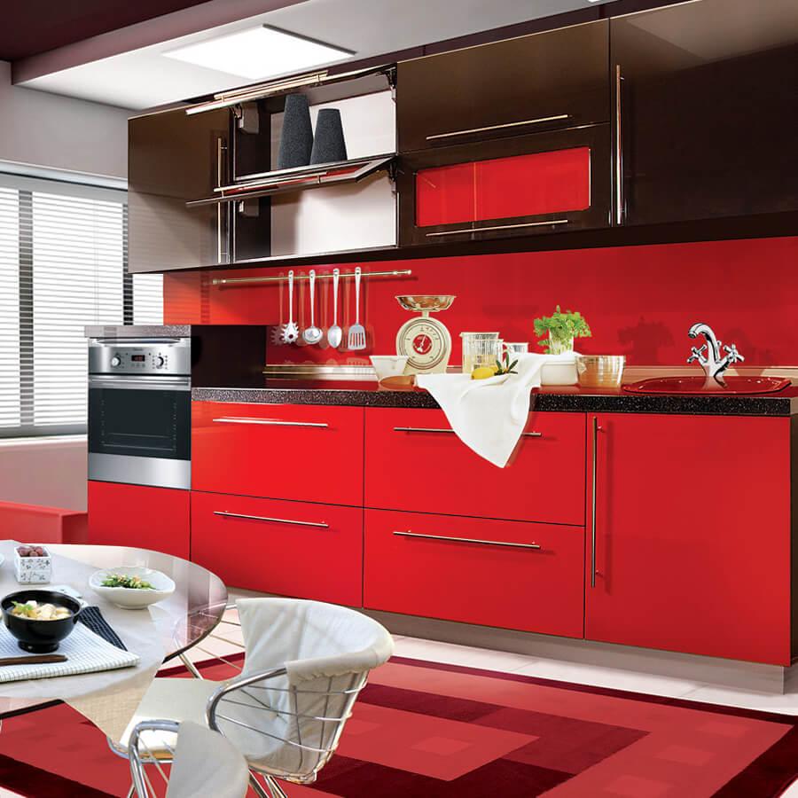 Фото кухонного гарнитура с крашенными фасадами шкафов