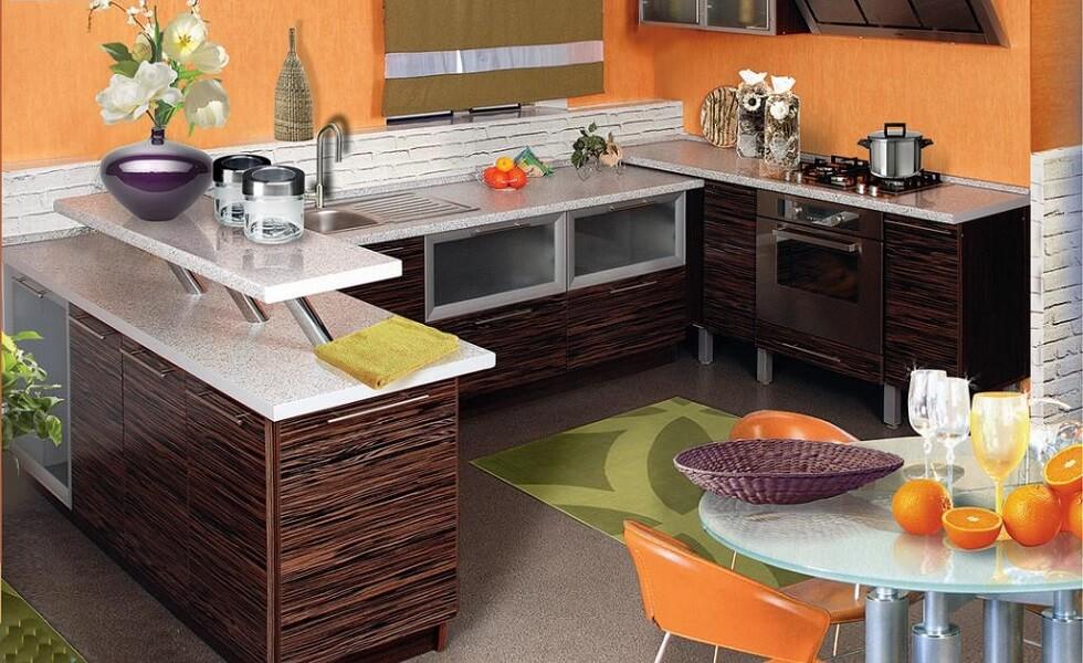 Кухня отделанная шпоном из натурального дерева