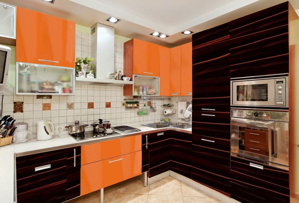 Фото кухонного гарнитура с пластиковыми фасадами шкафов