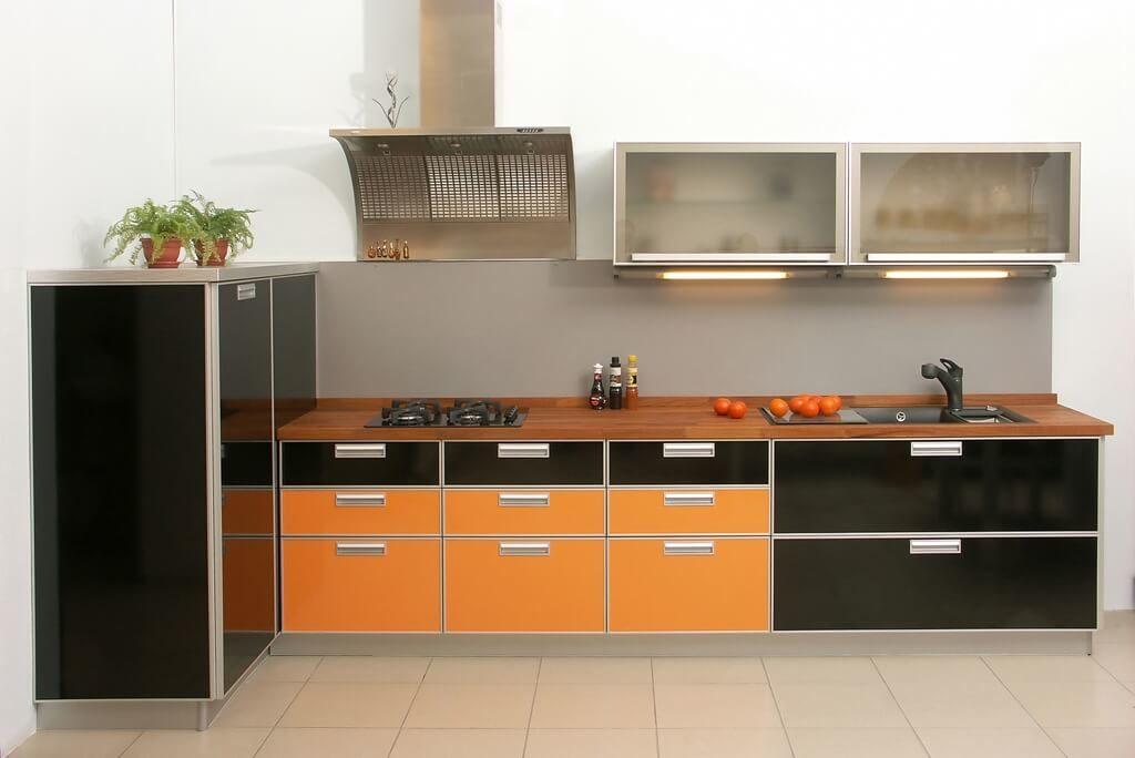 Кухонный гарнитур с МДФ фасадами с пластиковым покрытием с алюминиевой рамкой