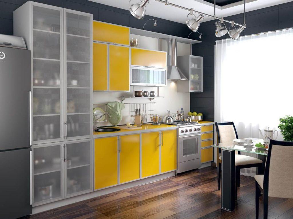 Интерьер маленькой кухни с кухонным гарнитуром с МДФ фасадами отделанными пластиком