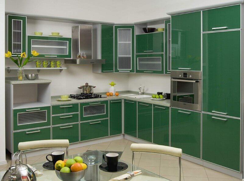 Кухонный гарнитур с МДФ фасадом в алюминиевой рамке покрытым пластиком