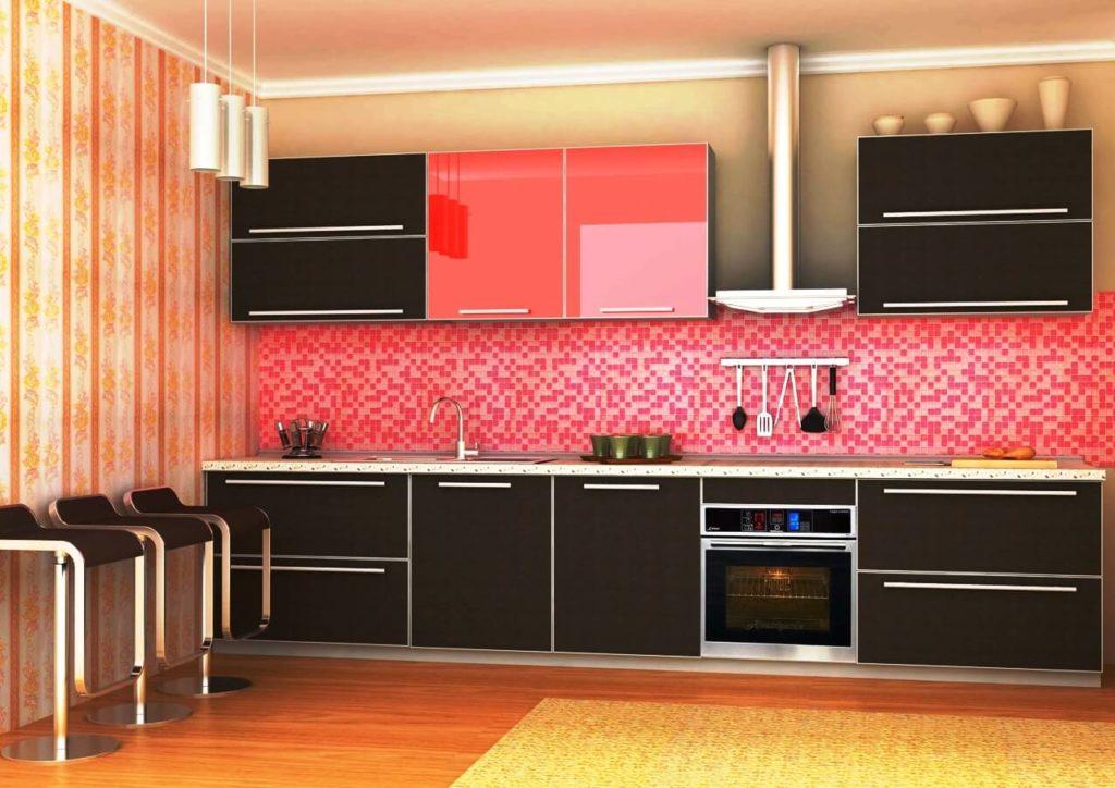Глянцевый кухонный гарнитур с рамочными пластиковыми фасадами