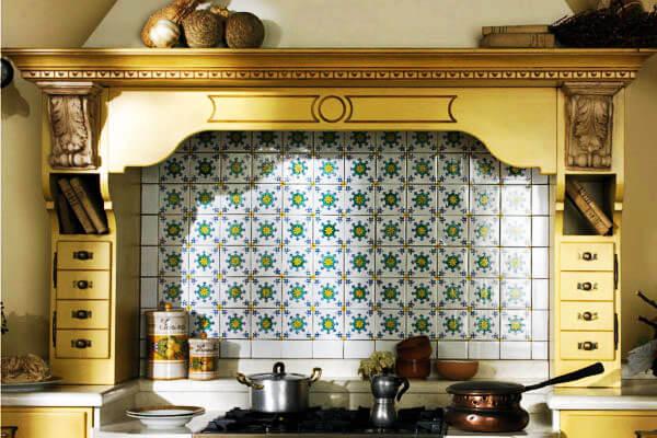 Фото кухонного портала с выдвижными ящичками по бокам
