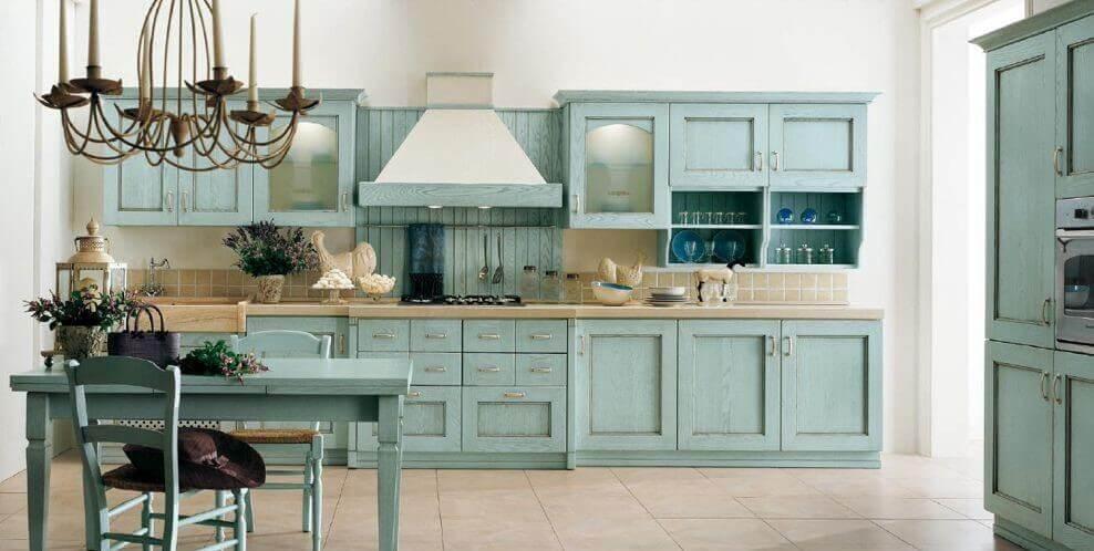 Кухня с рамочными фасадами шкафов