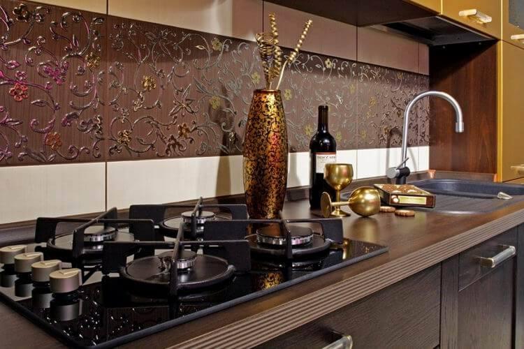 Кухонный фартук отделанный плиткой