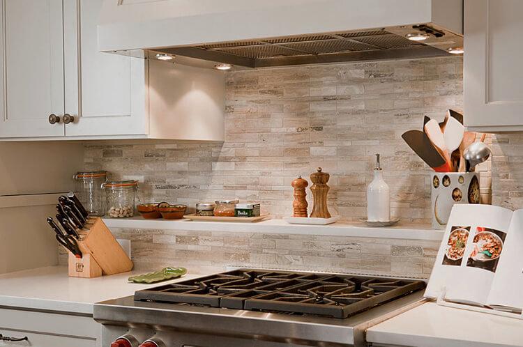 Декоративный кухонный фартук из керамической плитки