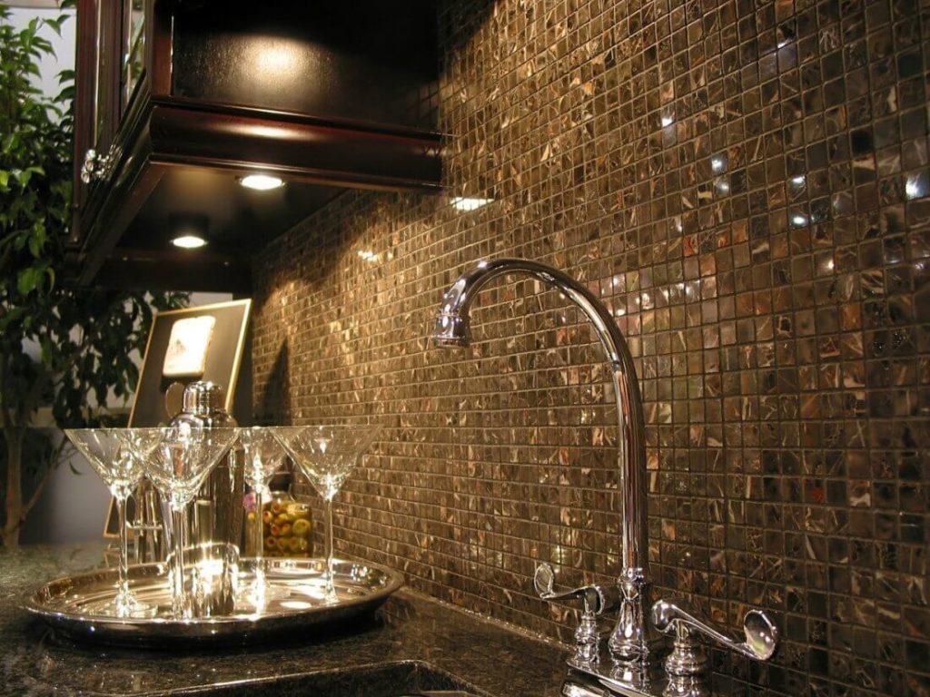 Кухонный фартук из мозаики из натурального камня