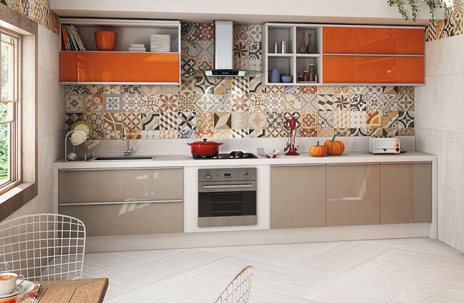 Кухонный гарнитур с фартуком из керамической плитки