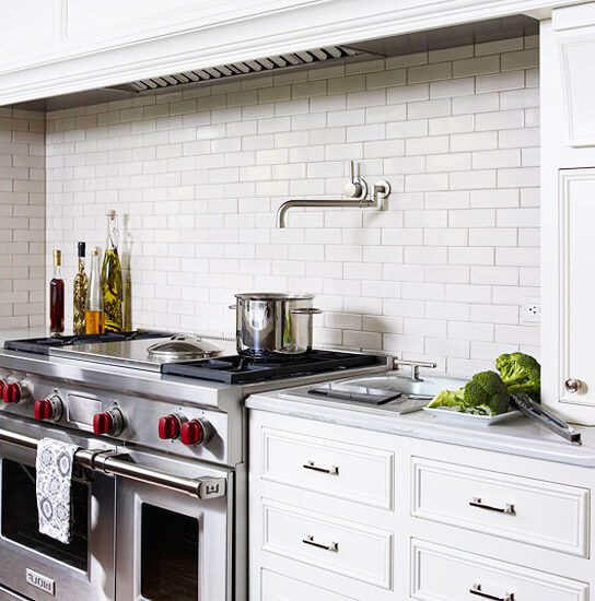 Кухонный фартук из керамики имитирующей кирпичную кладку