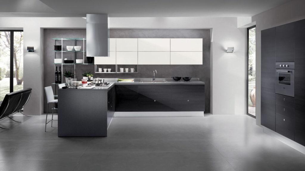 Современный кухонный гарнитур с пластиковыми фасадами