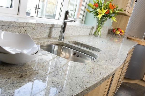 Фото каменной кухонной столешницы