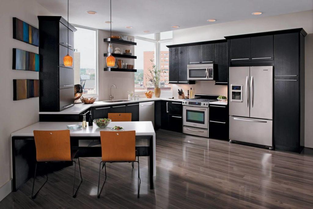 Стильный интерьер кухни с угловым гарнитуром