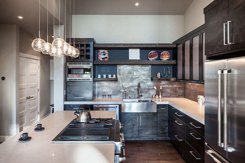 Интерьер кухни с угловым гарнитуром